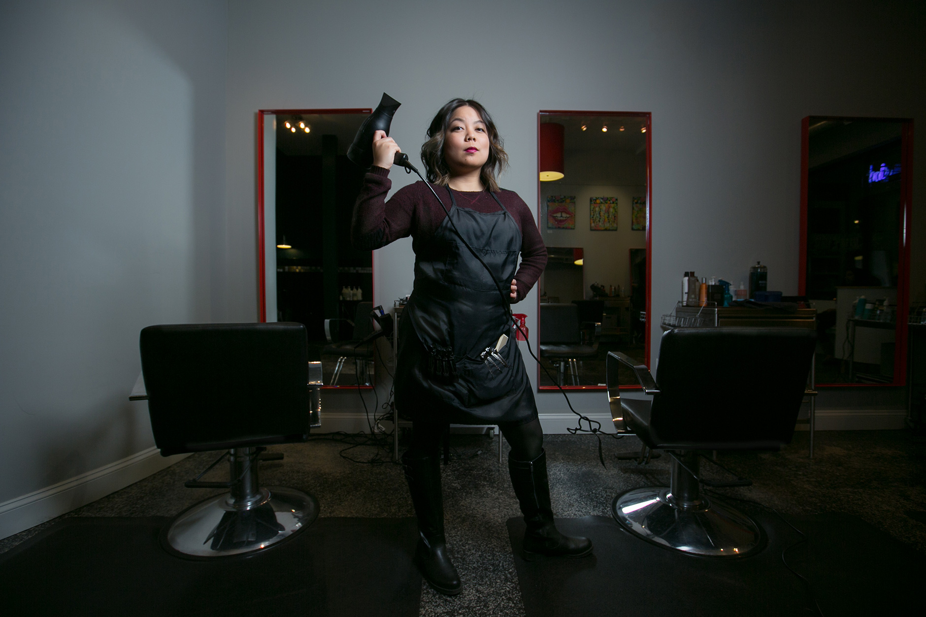 portrait-of-a-hairstylist-in-a-salon