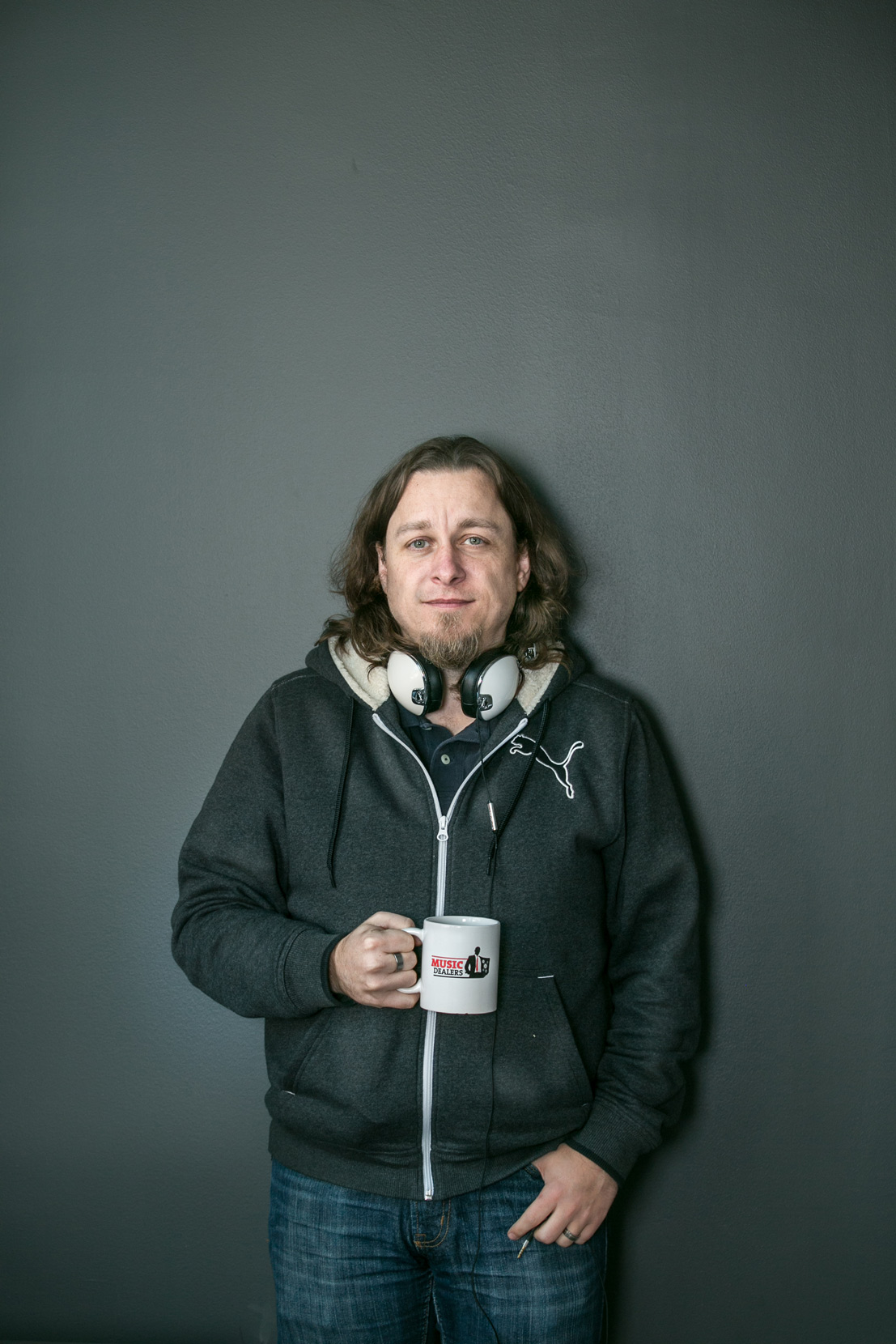 portrait-of-a-man-holding-a-coffee-mug