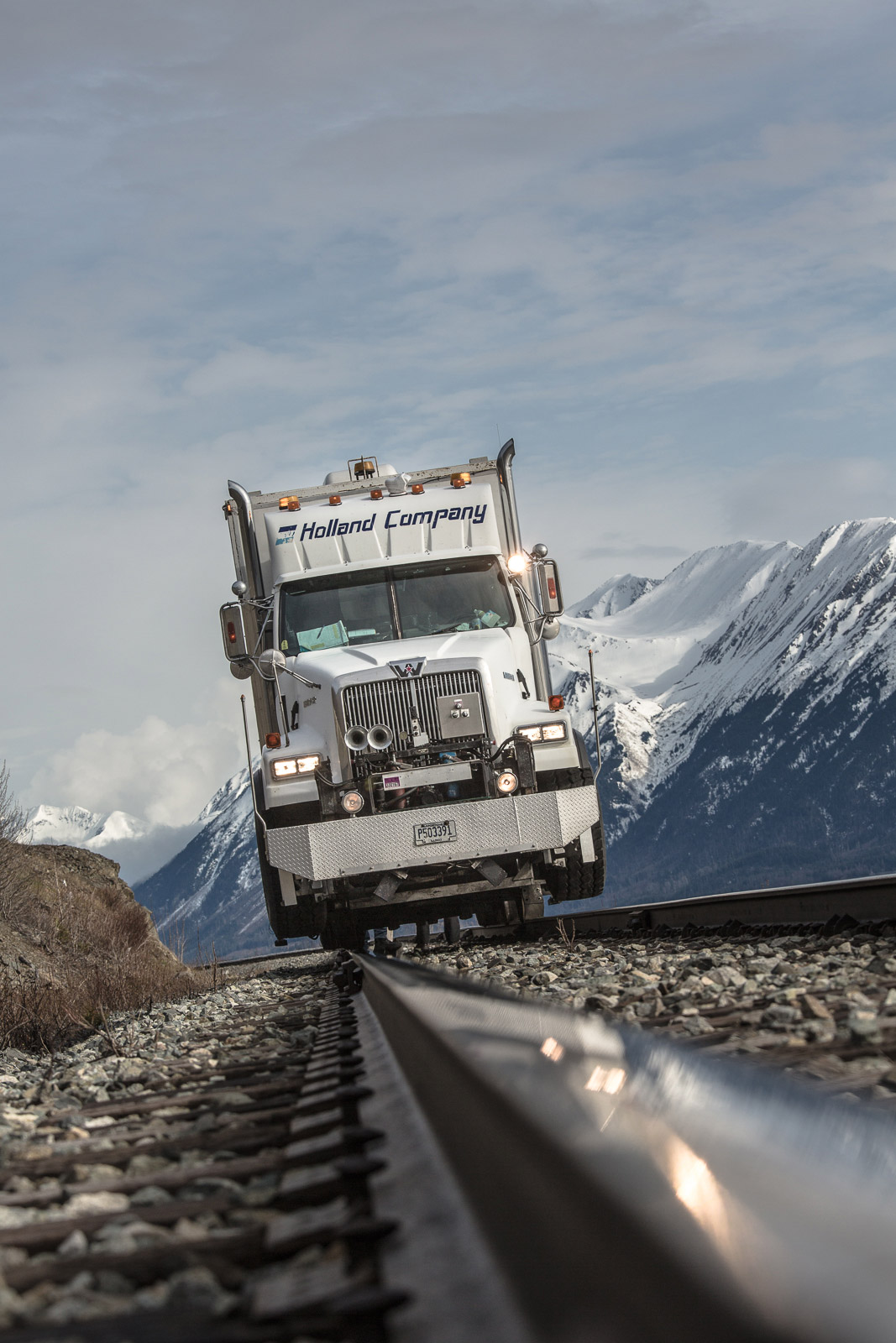 railroad-truck-in-alaska